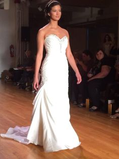 Strapless sweetheart neckline wedding dress #AngeloAccess