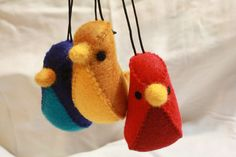 Brighten up your life with these cute felt Banana birds.  Make these with the excellent, clear instructions.  http://tallystreasury.com/2012/01/banana-birds-blanket-stitching-inside-out-seams/