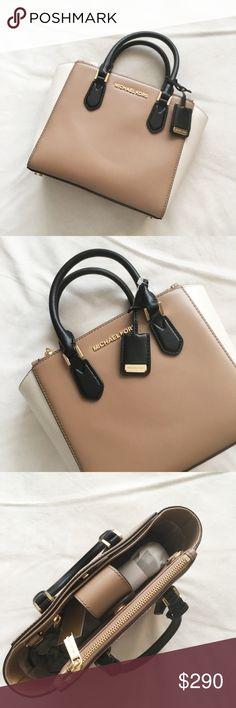 ef8ddb25a37d MICHAEL KORS Carolyn Small Handbag BNWT BNWT RETAIL  328 100% AUTHENTIC NEW  WITH TAG 3 Compartment  Main Magnetic Closure