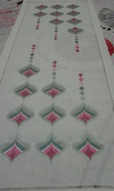 This Pin was discovered by nakDiscover thousands of images about Bargello Motifs Bargello, Broderie Bargello, Bargello Patterns, Bargello Needlepoint, Embroidery Tools, Cute Embroidery, Hand Embroidery Designs, Embroidery Techniques, O Beads
