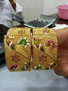 Gold Kangan With Enamel Work ~ South India Jewels Gold Bangles Design, Gold Earrings Designs, Gold Jewellery Design, Gold Kangan, Italian Gold Jewelry, Bangle Bracelets, Enamel, Jewellery Shops, Handmade Jewellery