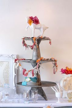 love this garland, must figure out how to make it... if i'm not careful our house may fill with garlands :)