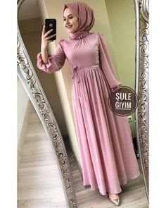 DAŞKIN tendance americain femme DAŞKIN tendance americain femme The post DAŞKIN tendance americain femme appeared first on Mode Frauen. Hijab Dress Party, Hijab Style Dress, Modest Fashion Hijab, Modern Hijab Fashion, Hijab Fashion Inspiration, Muslim Fashion, Fashion Outfits, Trendy Fashion, Hijabi Gowns