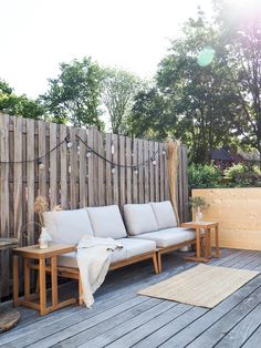 ✔ 47 small backyard landscaping ideas for your perfect backyard 17 Porch And Balcony, Porch Swing, Boho Bedroom Diy, Small Yard Landscaping, Landscaping Ideas, Small Apartment Decorating, Outdoor Living, Outdoor Decor, Outdoor Entertaining