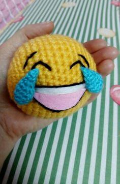 An enthralled emoji ball. Crochet Girls, Knit Or Crochet, Crochet Baby, Yarn Animals, Crochet Animals, Crochet Toys Patterns, Amigurumi Patterns, Emoji Craft, Yarn Crafts