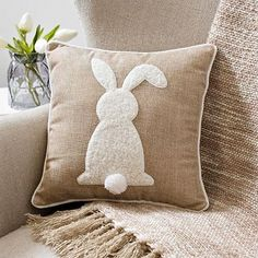Easter Decorations For The Home That You'll Love: Rustic Easter bunny decorations – Bunny Pillow Applique Pillows, Sewing Pillows, Diy Pillows, Cushions, Throw Pillows, Bunny Crafts, Easter Crafts, Oster Dekor, Diy Osterschmuck