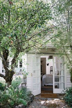 Simple Home Decor My dream holiday home (and garden room)!Simple Home Decor My dream holiday home (and garden room)! White Cottage, French Cottage, Cozy Cottage, Cottage Style, Cottage Living, Shabby Cottage, French Country, Shabby Chic, Garden Cottage