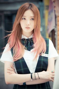 Lee Sung Kyung. She's the main reason why I got so interested in all the hair colours I could find. I watched her drama and found myself swooning over her hair several times. Hehe.  I love her and this hair of hers.