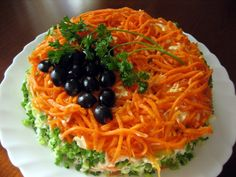 Salad with smoked chicken, Korean carrot and cucumber Ingredients: 100 g of hard cheese; 250 g smoked chicken; Easy Salads, Healthy Salad Recipes, Easy Meals, Cookbook Recipes, Cooking Recipes, Cake Recipes, Food Wishes, Appetizer Salads, Food Decoration