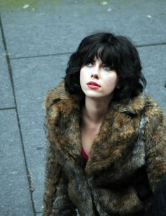 Scarlett Johansson stars in creepy new teaser for Under The Skin: watch now The first teaser trailer has arrived online for Under The Skin, Jonathan Glazer's sci-fi drama starring Scarlett Johansson. Scarlett Johansson, Celebrity Beauty, Celebrity Photos, Celebrity Film, Grey's Anatomy, Under The Skin Movie, Jonathan Glazer, Sci Fi Movies, Fiction Movies