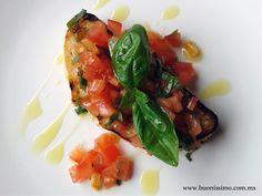 Bruschetta con jitomate, albahaca y aceite de oliva extra virgen #bruschetta #buonissimomexico #chalupinski