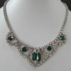ventage emeral chocker | Vintage-Costume-Jewellery-Stunning-Clear-and-Emerald-Green-Rhinestone ...