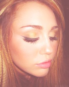 Miley + wing liner=yesyesyes