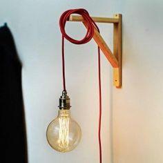 Konnte aus architektonischen Gründen bisher nur eine Deckenleuchte zur nostalgische Innenbeleuchtung montiert werden, so bietet die EXTENDED Version unserer Messingleuchte, nun allen die Lust auf mehr haben, ungeahnte Möglichkeiten. Vier Meter Kabellänge mit Schalter und Stecker schaffen Spielraum für viele kreative Lichtobjekte.MaterialFassung: Messing, verchromtKabel: TextilSchalter u. Schukostecker: KunststoffFarbeFassung: Chrom, mattRotSchalter u. Schukostecker:SchwarzKommentarSchalter…