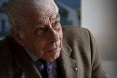 "The landscape architect Gonçalo Ribeiro Telles was yesterday honored with the ""Nobel"" of Landscape Architecture, Sir Geoffrey Jellicoe Award, awarded in Auckland, New Zealand, the international federation of industry. The award aims to ""recognize a landscape architect whose work and contributions throughout life have had an impact on the incomparable and lasting welfare of society and the environment and promoting the profession."""