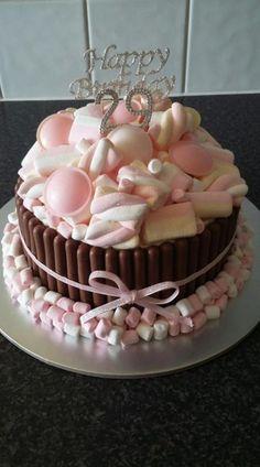 New cake ideas kitkat 64 ideas Candy Cakes, Cupcake Cakes, Kitkat Torte, Sweetie Cake, Marshmallow Cake, Decoration Patisserie, Happy Birthday Cakes, Cake Birthday, New Cake