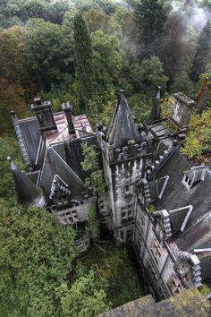 Abandoned Manor-oh my gosh I want to go explore!!