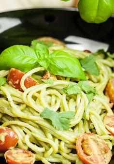 Spaghetti mit Avocadopesto von Yasilicious