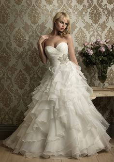 A-Line Strapless Sweetheart Neck Sweep Trailing Organza Bridal Wedding Gowns