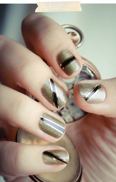 gold and black alternating stripes nails