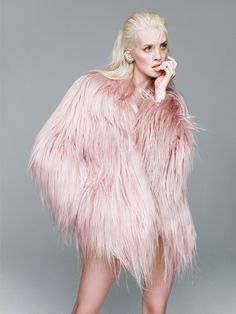 Halo Derosa Publication: Vogue Mexico January 2015 Model: Julia Frauche Photographer: Nagi Sakai Fashion Editor: Sarah Gore-Reeves Hair: Pasquale Ferrante Make-up: Tyron Machhausen Fur Fashion, Pink Fashion, Fashion Shoot, Editorial Fashion, Fashion Trends, Fashion Art, Feather Fashion, High Fashion Outfits, Fasion