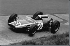 Mário de Araújo Cabral (Nicha Cabral), Cooper-Climax T60 (Climax FWMV 1.5 V8), Nürburgring, 1963 (DNF). He just drove one more F1 Grand Prix. His Formula 1 career ended with the 1964 Italian Grand Prix, in the Derrington Francis ATS V8 (Goodyear in Formula 1 for the first time). He was seriously injured in the 1965 Formula 2 Rouen-Les-Essarts Grand Prix and was absent from competition until 1968, when he returned to race sports cars and occasionally in Formula 2, before retiring in 1975.
