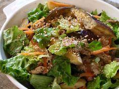 焼きナスと豚肉とレタスのご馳走サラダの画像