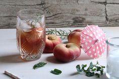 Homemade Bio-Eistee mit Pfirsich und Apfel | Rezept › die kleine Botin