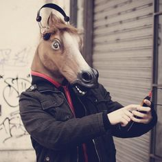 Sorprende a tus amigos con - Máscara cabeza caballo loco