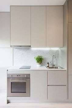 Embankment Gardens by Ardesia Design - Marie Henry Style Apartment Kitchen, Apartment Interior, Home Decor Kitchen, Kitchen Furniture, Kitchen Interior, Home Kitchens, Studio Kitchen, Minimalist Kitchen, Modern Kitchen Design