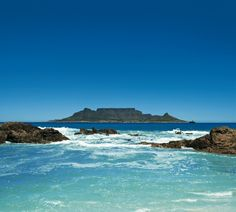 An iconic South African view that never gets old! Who has Table Mountain (and Cape Town) on their bucket list?