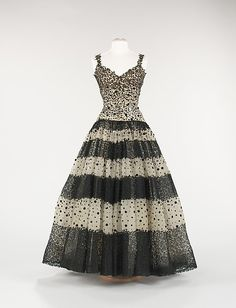 Evening Dress, House of Balenciaga (French, founded 1937) Designer: Cristobal Balenciaga (Spanish, Guetaria, San Sebastian 1895–1972 Javea) Date: ca. 1945 Culture: French Medium: silk