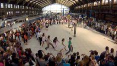 "Flashmob ""we are one""  Gare Lille Flandres par Eric KOLOKO"