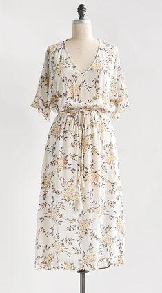 Women/'s Short Sleeve Pleated Form Fitting Church Dress B426