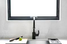 White Kitchen, Flat Screen, Kitchen Gallery, Splash, Inspiration, Caesarstone