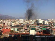 응슷응 선생 @sscpu 강북구 인수동(?) 국립재활원쪽에 제법 큰 화재사고가 난듯... 겔다씨 집 저쪽 아니었나...? / #골목 #재해 #사건 / 서울 강북 수유 / 2013 12 10 /