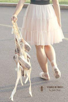 Dance senior portraits. Dance photography. #dance #photography #dancing #senior #photo #ideas. www.visionsofhoney.com