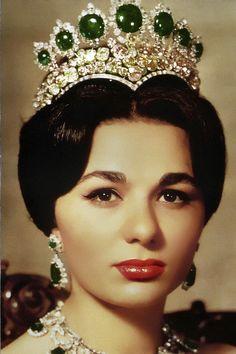 Princess Farah Diba Harry Winston Emerald and Diamond Tiara, now that is a tiara!!! Fantastic set~