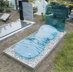 Modell 47 Cemetery Monuments, Cemetery Statues, Cemetery Headstones, Cemetery Art, Unusual Headstones, Tombstone Designs, Cemetery Decorations, Yard Sculptures, Famous Graves