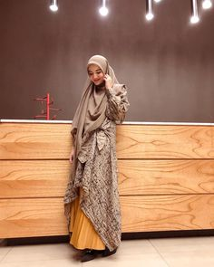 Discover recipes, home ideas, style inspiration and other ideas to try. Hijab Dress Party, Hijab Style Dress, Casual Hijab Outfit, Hijab Chic, Abaya Fashion, Ootd Fashion, Fashion Outfits, Womens Fashion, Kebaya Hijab