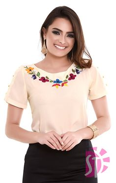 Muy buenas y lindas ideas de moda. Hand Embroidery Dress, Kurti Embroidery Design, Embroidery On Clothes, Embroidered Clothes, Embroidered Blouse, Flower Embroidery, T Shirt Painting, Vetement Fashion, Casual Chic