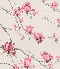 Tapeten är hämtad från kollektionen Jaipur. Mönstret föreställer vackra Rosa magnolior som slingrar sig över väggen på en Beige-gul botten. Tapeten har en lyxig tygkänsla. Konmari Method, Butterfly Wallpaper, Home Interior, Jaipur, Magnolia, Style Inspiration, Pattern, Vintage, Design
