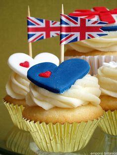 adorable royal wedding cupcakes