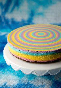 Valkosuklainen sateenkaarikakku - Rainbow cheesecake with white chocolate Cake Piping, Buttercream Cake, Elegant Wedding Cakes, Elegant Cakes, Rainbow Cheesecake, Cream Cheese Desserts, Heart Cakes, Homemade Cakes, No Bake Desserts