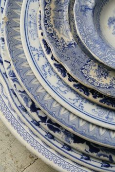 I love blue and white dishes, and mixing and matching these vintage patterns would make a lovely table. Blue And White China, Love Blue, Color Blue, Blue Grey, Vintage Dishes, Vintage China, Vintage Plates, Antique Dishes, Antique China