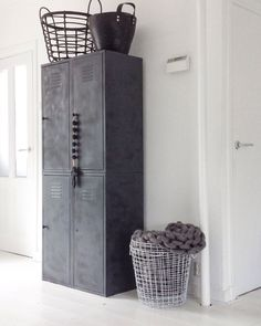 Gave kast - beton look Vintage Industrial Furniture, Industrial House, Industrial Interiors, Industrial Lockers, Metal Lockers, Easy Home Decor, Cheap Home Decor, Vintage Lockers, Diy Rangement