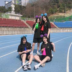 #ulzzang #ulzzanggirl #koreangirl ~pinterest:kimgabson Mode Ulzzang, Ulzzang Korean Girl, Ulzzang Couple, Korean Photo, Cute Korean, Korean Best Friends, Bff Girls, Girl Friendship, Korean Aesthetic