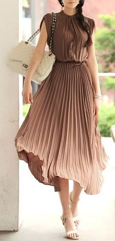 Just a Pretty Style: Fabulous brown and cream pleated dress