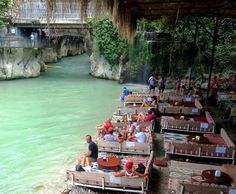 Saklıkent kanyonu/Fethiye/Muğla/// Antalya-Muğla sınırını çizen Eşen Çayı'nın kolu olan Karaçay'ın oluşturduğu kanyondur.