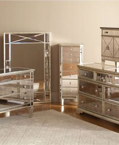 https://i.pinimg.com/236x/05/a5/88/05a588ca211b83876d437a015939564f--mirrored-vanity-table-mirrored-dresser.jpg